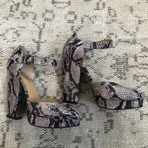 Nine West snakeskin cap toe heels size 6